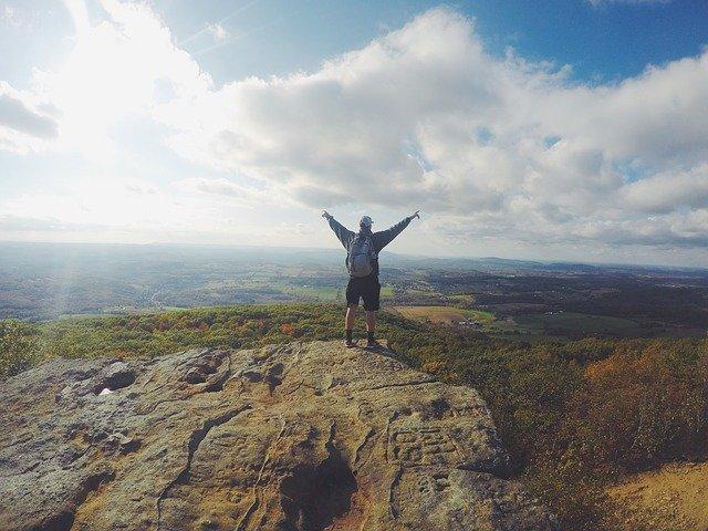 turista – horolezec na vrcholu