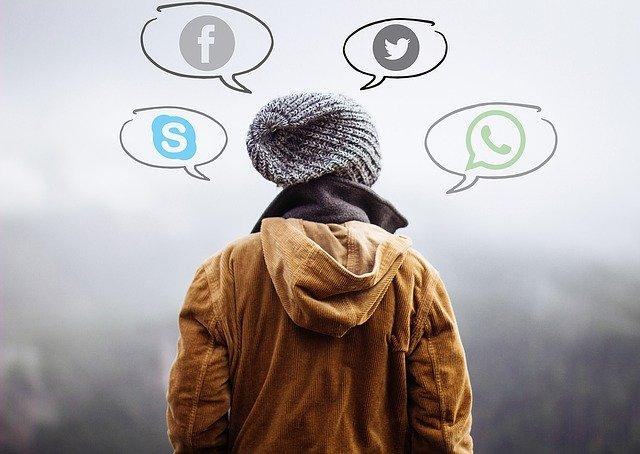 člověk a myšlenky na sociální sítě