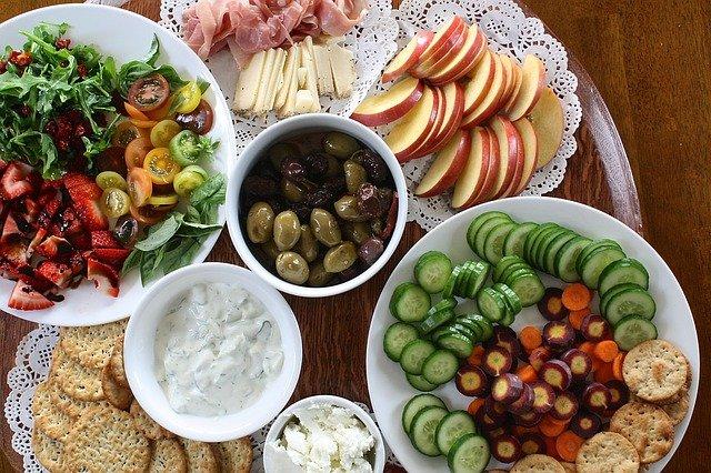 ovoce a zelenina na talíři